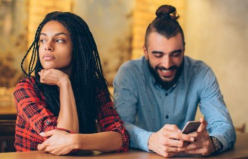 5 Signs Shows Your Partner Is Cheating In Relationshi